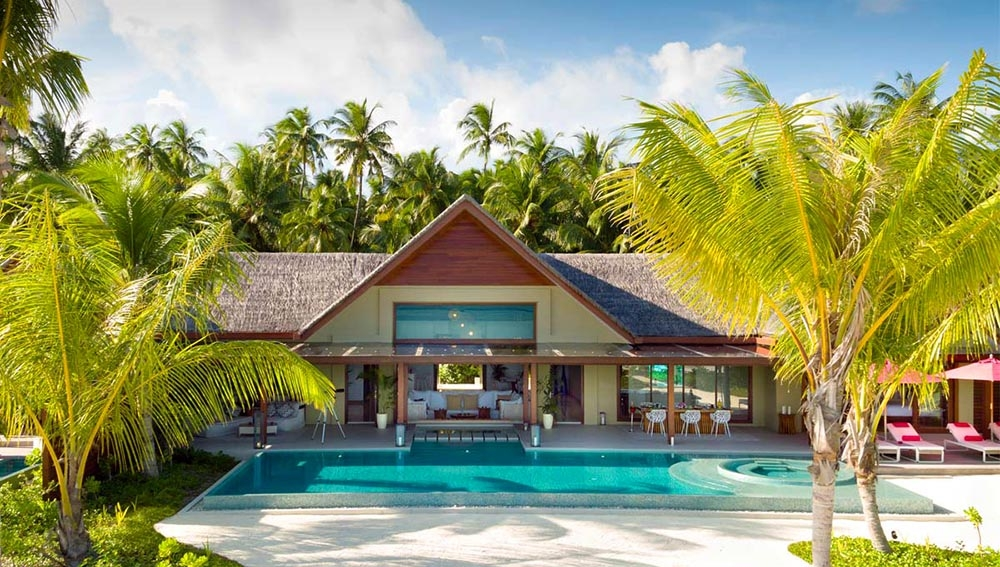 THREE BEDROOM FAMILY BEACH PAVILION WITH POOLS