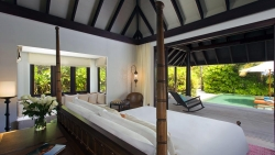 Anantara Kihavah Two Bedroom Beach Pool Residence Master bedroom