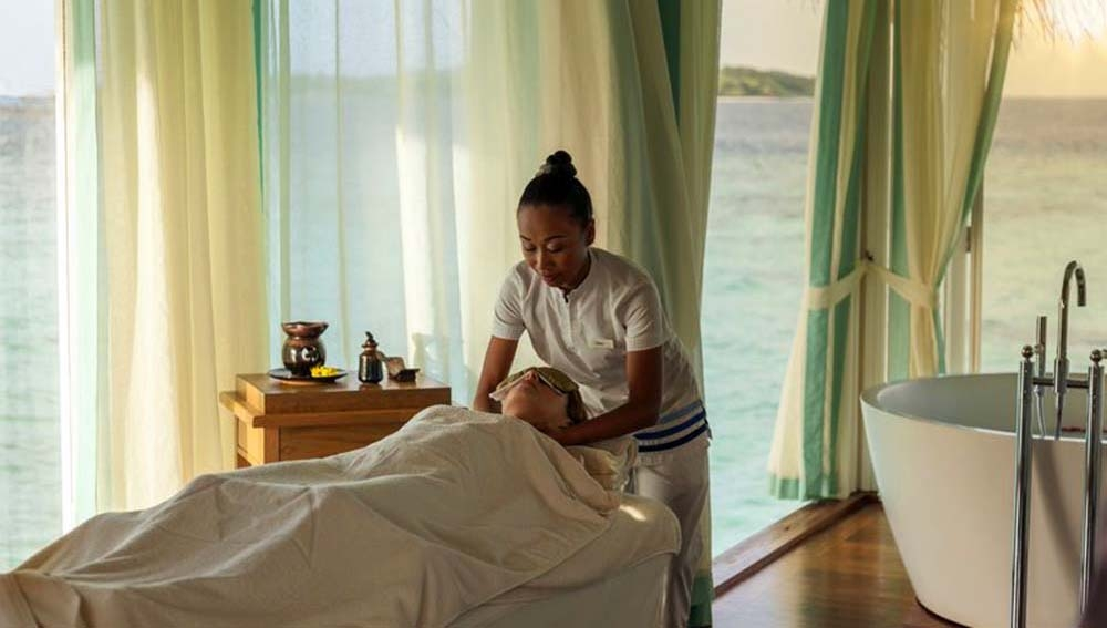 Anantara Kihavah Spa treatment