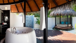 Deluxe Beach Villa with Pool