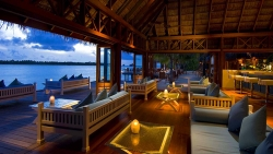 Hilton Maldives Resort & Spa Vilu Bar